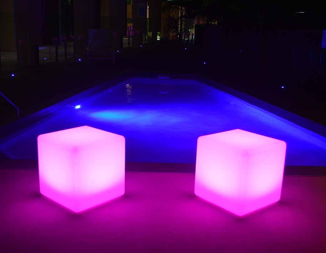 2 glow cubes